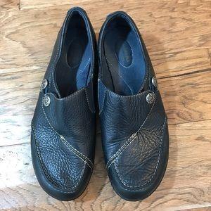 Clarks Ashlane bendable navy shoes 9.5